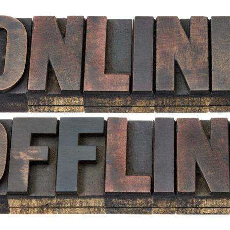 blog_az_online_es_offline_kommunikacio_kapcsolata